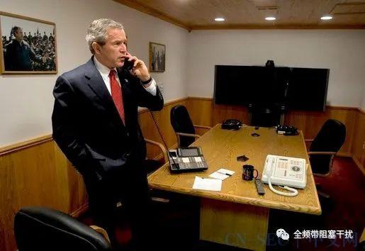 特勤局手册 | 保密电话都是红色的么?