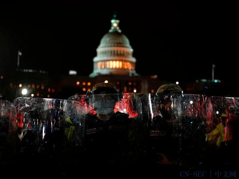 美国国会动乱中几台机密笔记本被拿走...