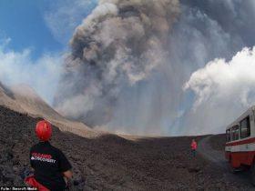 意大利火山喷发出现异象 钟表快进15分钟